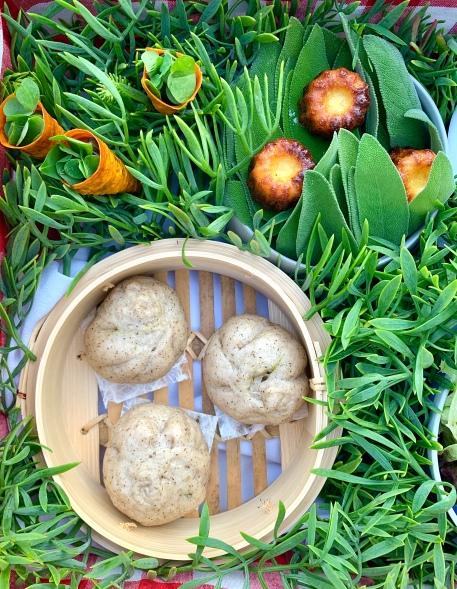 Mini-cônes croustillants de patate douce farcis aux herbes et trèfles / Cannelés moelleux / Bao( petite brioche vapeur asiatique ) à la farine de sarrasin farcis tel un barbajuan ©lepetitlugourmand