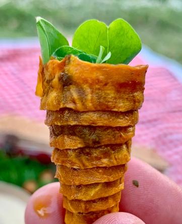 Mini-cônes croustillants de patate douce farcis aux herbes et trèfle ©lepetitlugourmand