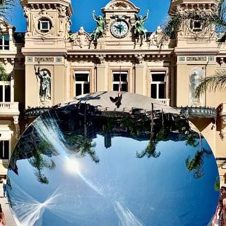 Place du Casino réaménagée, l'oeuvre miroir d'Anish Kapoor ©lepetitlugourmand