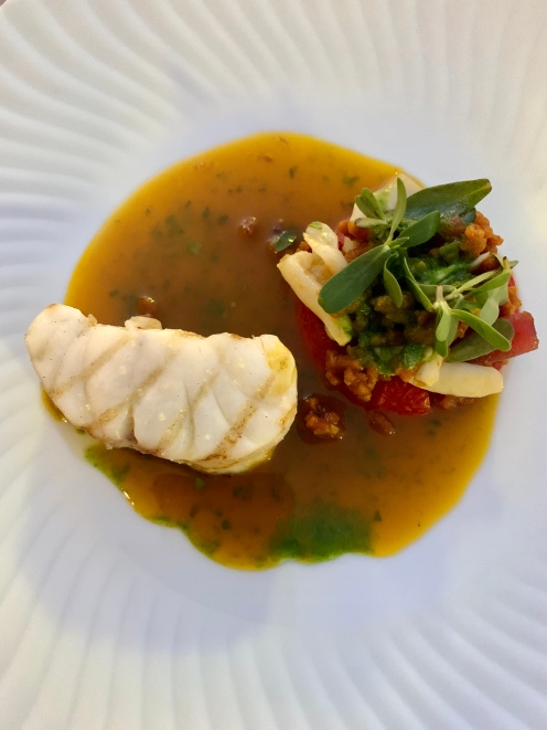 Loup et concombre de Méditerranée, focaccia, tomate, pourpier ©lepetitlugourmand