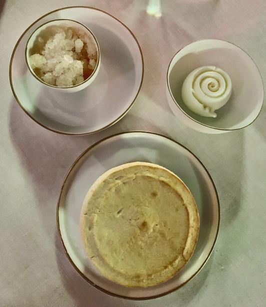 Soufflé chaud aux amandes et abricots Bergeron, crème glacée thym citron ©lepetitlugourmand