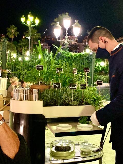 mini-jardin d'herbes aromatiques pour les infusions ( verveine, lavande, mélisse, marjolaine, menthe...) ©lepetitlugourmand