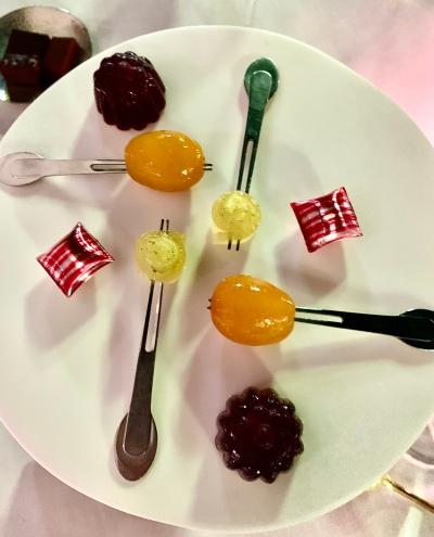 Citron-cédrat confit et poivre de Timut, mandarine confite et glacée, berlingots fourrés aux fruits rouges ©lepetitlugourmand